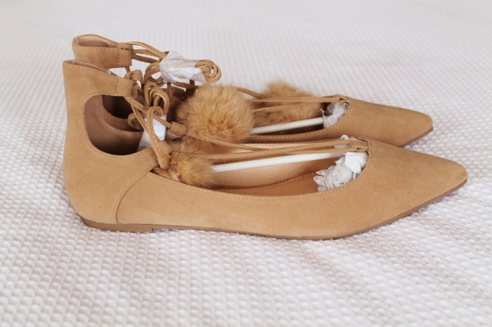 pom-shoes-side